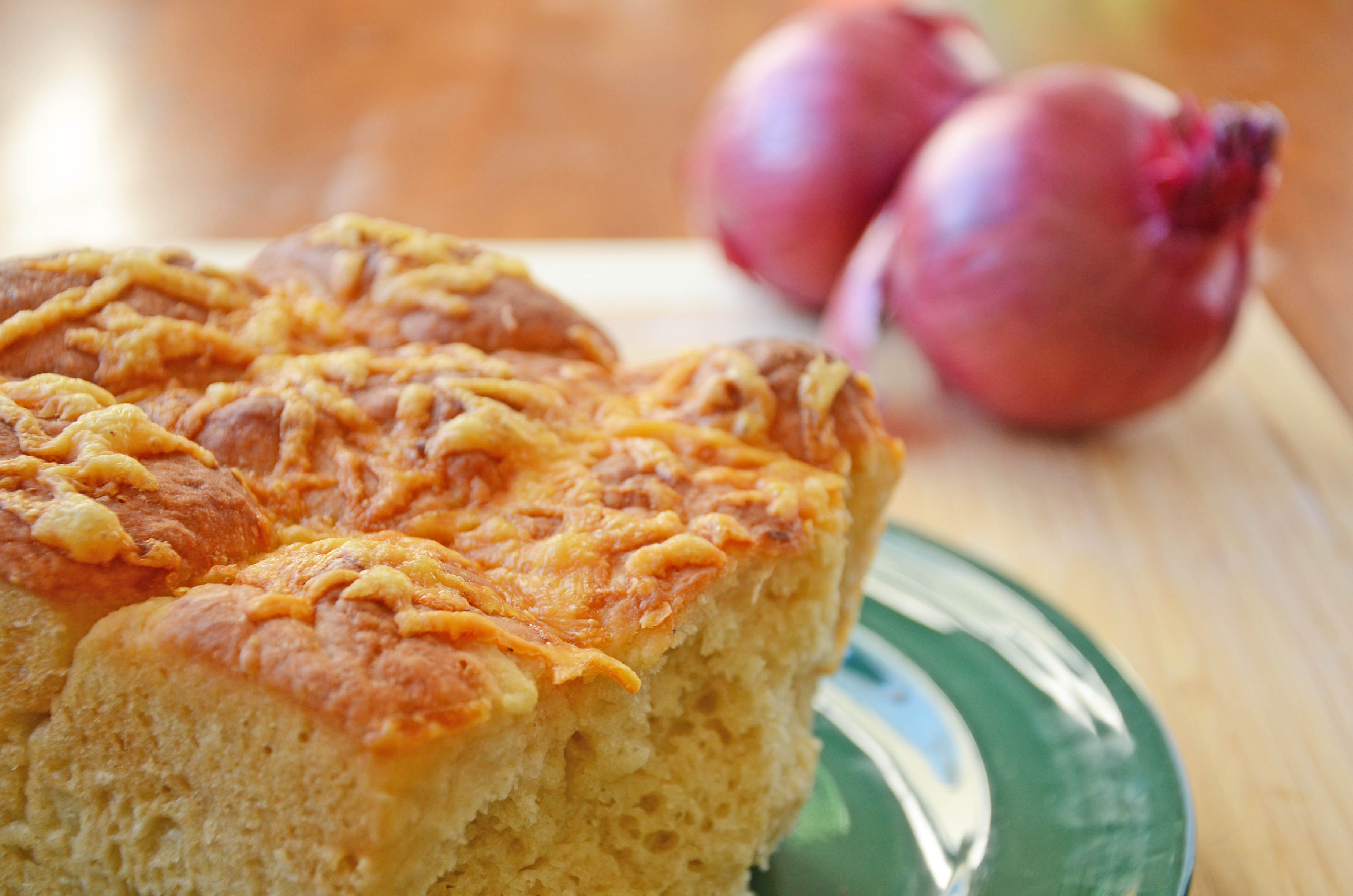 Onion Cheese Bread | hollyshelpings.com